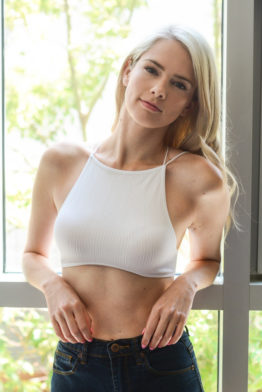 white-seamless-high-neck-bra-top-crop-fashion-strappy